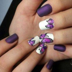 Бело-фиолетовый маникюр фото