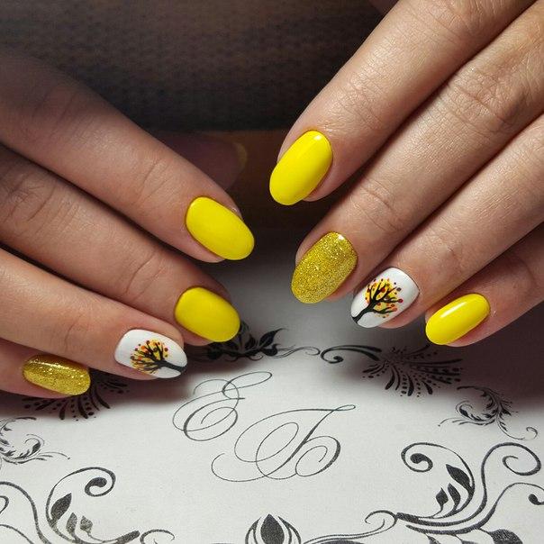 Блестки жёлтые на ногтях