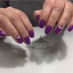 Маникюр в фиолетовых тонах фото