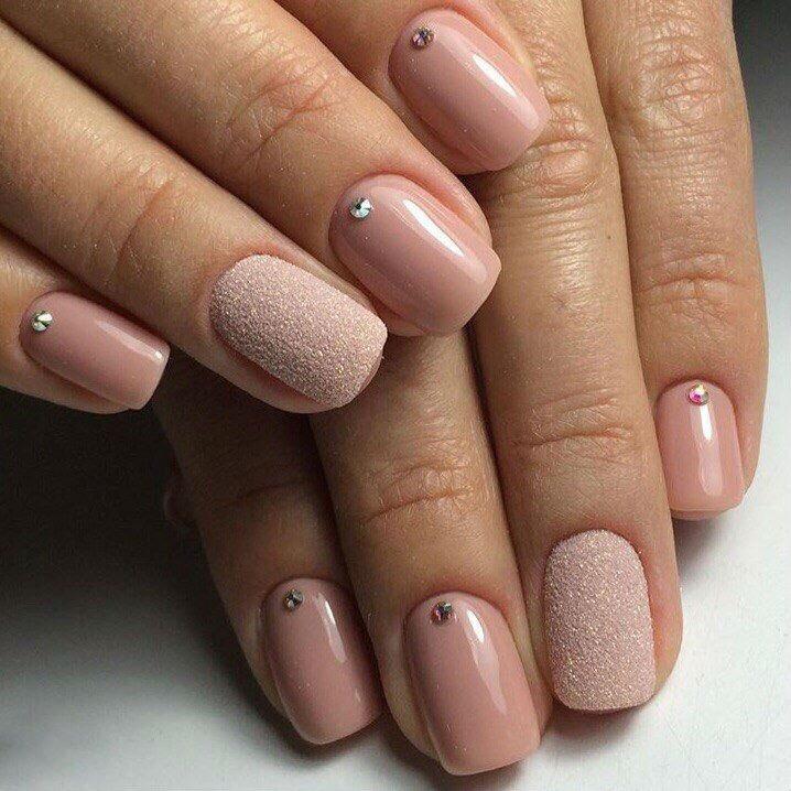 Фото дизайна ногтей телесного цвета