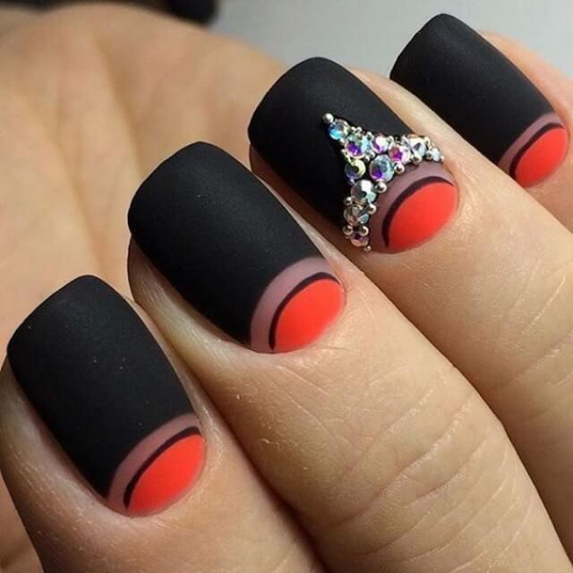 Матовый черно-красный маникюр