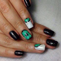 Чёрно-зелёные ногти