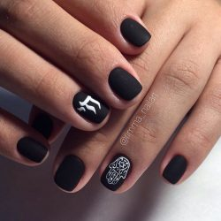 Ногти матовый черный дизайн