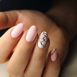Бело-розовый маникюр фото