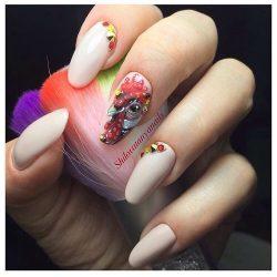 Бежевый дизайн ногтей фото
