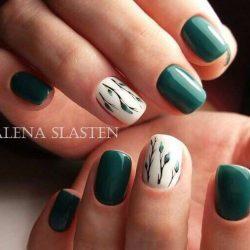 Зеленый маникюр на коротких ногтях фото
