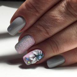 Весенний маникюр с цветами фото