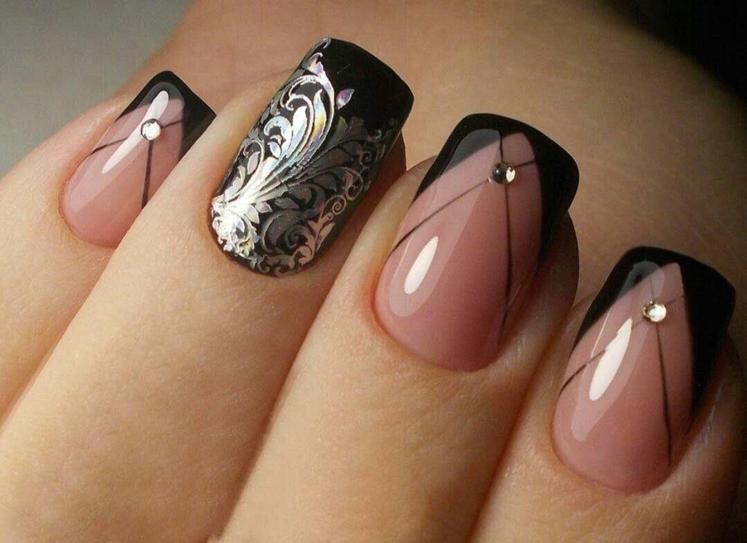 Чёрные ногти френч