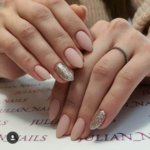 Круглые матовые ногти