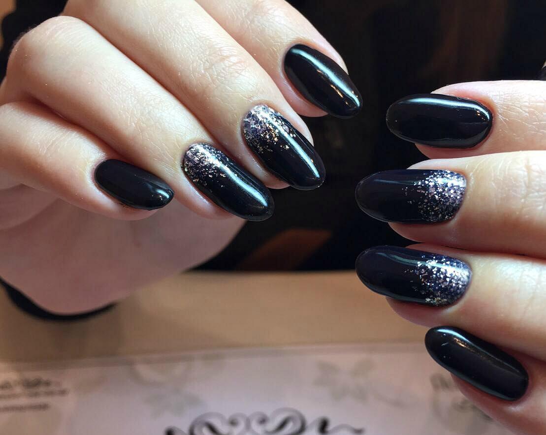 Черный с серебром дизайн ногтей