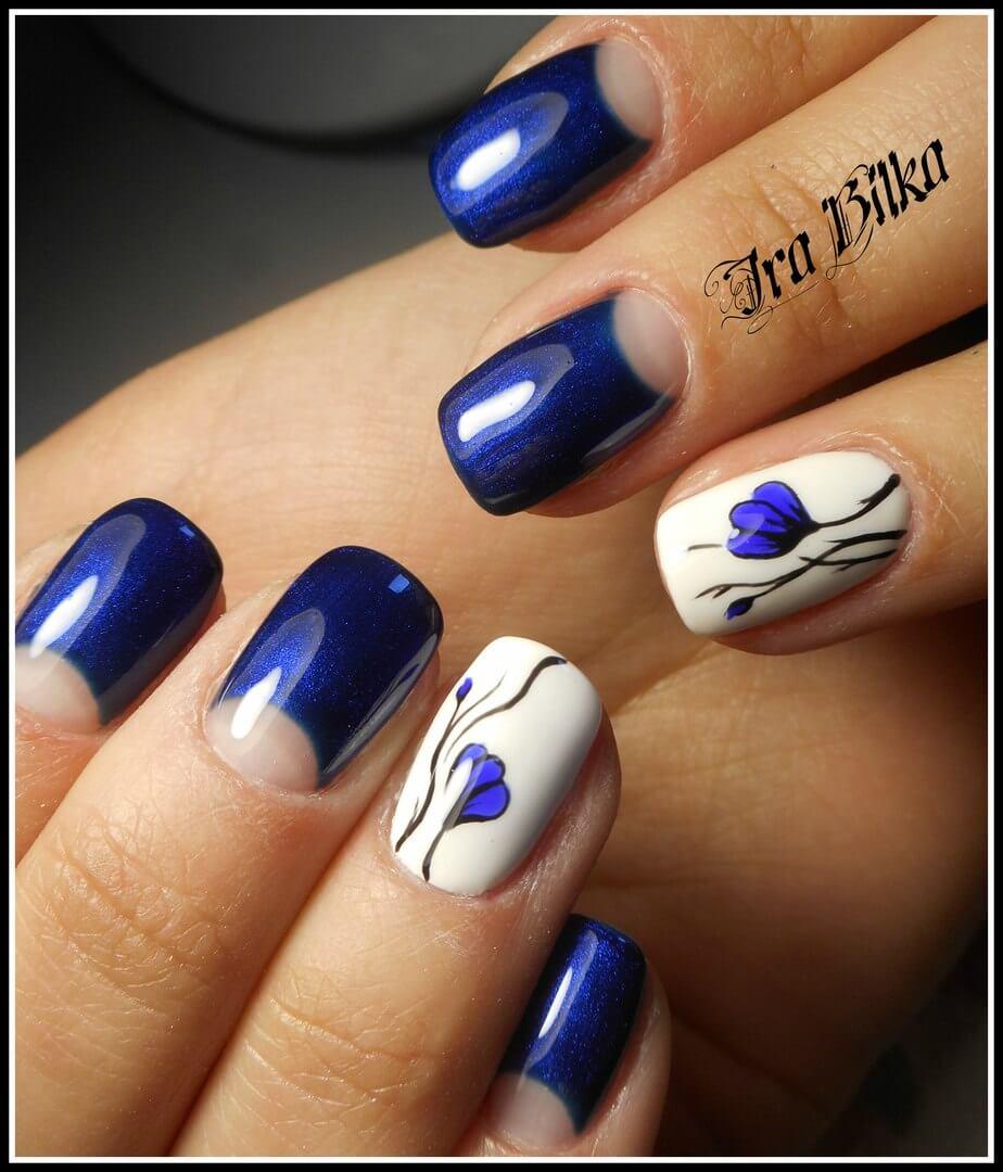Темно синие с белым ногти дизайн фото