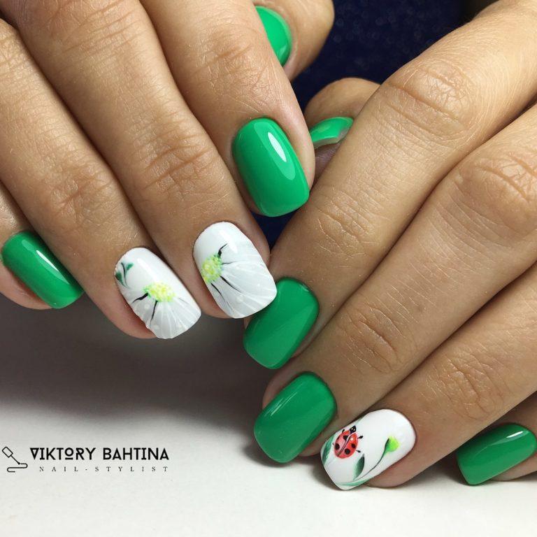 Бело-зеленый маникюр