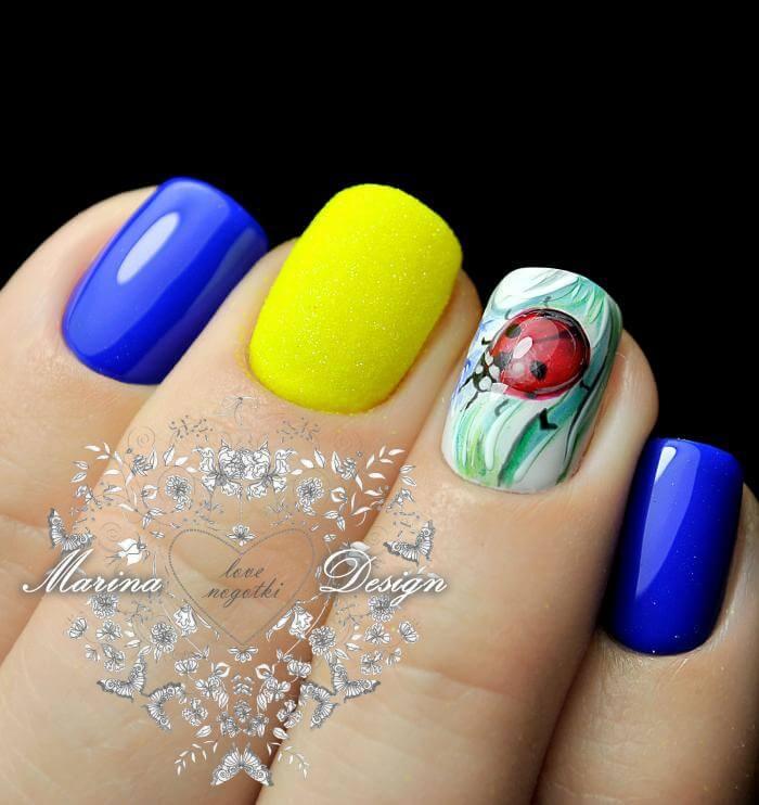 Сине-желтый маникюр